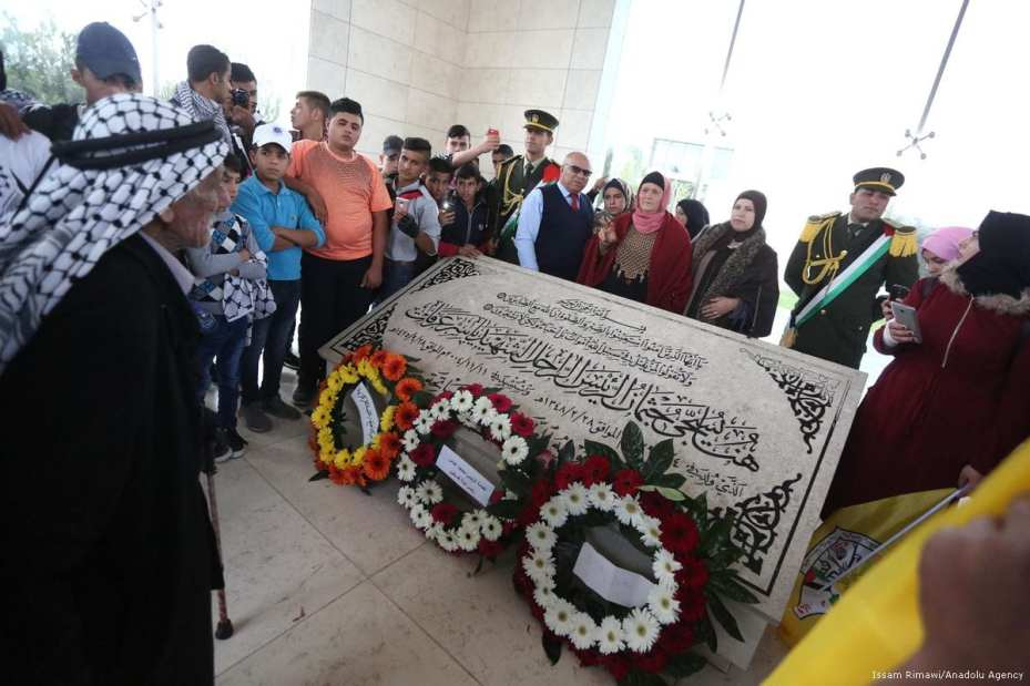 People hold portraits of the late Palestinian leader Yasser Arafat as they gather during a commemoration ceremony held for his 13th death anniversary at the grave of Yasser Arafat in Ramallah, West Bank on 9 November 2017 [Issam Rimawi/Anadolu Agency]
