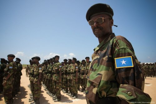 Somali National Army (SNA) soldiers can be seen training [AMISOM Public Information/Flickr]
