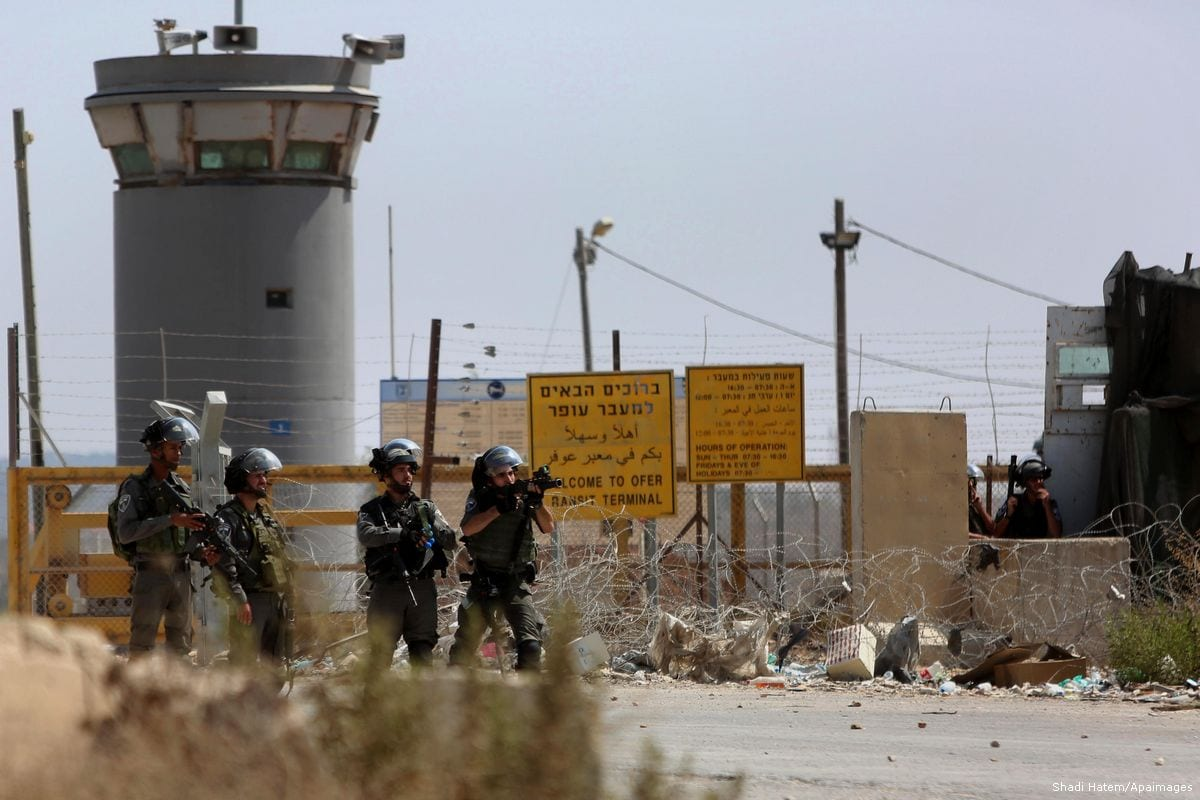 Israeli security forces take positions outside the Israeli-run Ofer prison, in the West Bank city [Shadi Hatem/Apaimages]