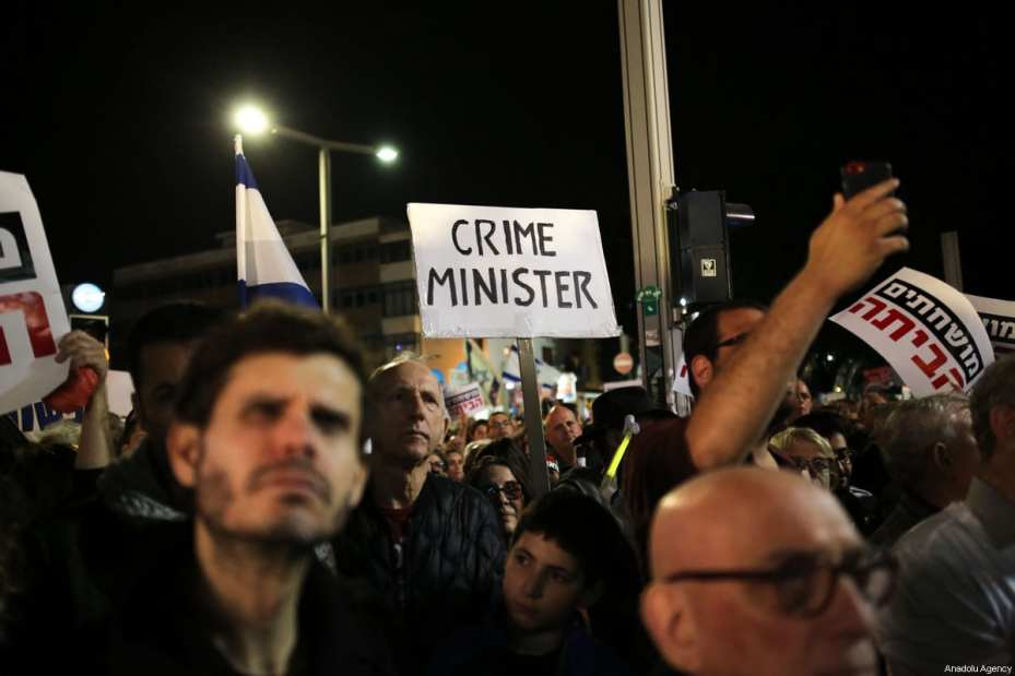 Thousands of people gather to protest Israeli Prime Minister Benjamin Netanyahu over alleged corruption at the Rotschild Boulevard in Tel-Aviv, Israel on December 16, 2017 [Daniel Bar On / Anadolu Agency]