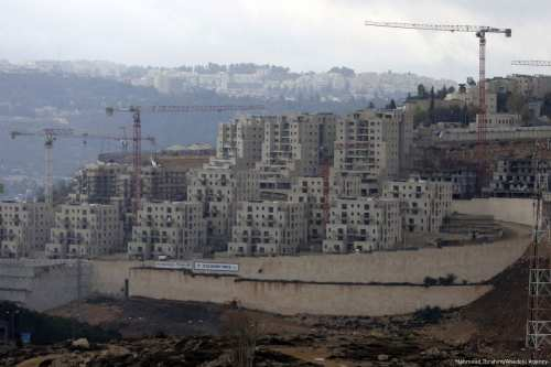 Constructions of the Israeli settlement Ramot continues on Palestinian lands in Jerusalem, on 22 November 2017 [Mahmoud Ibrahim/Anadolu Agency]