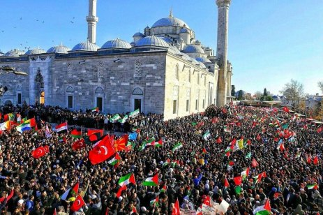 Protests against the US decision to recognise Jerusalem as Israel's capital are held outside Al Fatih Mosque, Istanbul, Turkey, after Friday prayers on 8 December 2017