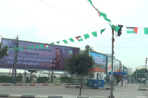 Placed at the Al-Saraya junction in Gaza, a billboard shows Oren Shaul, an Israeli solider, standing with jail bars around him, on December 29, 2017 [Anadolu Agency]