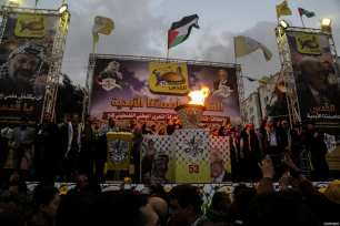 Palestinian supporters of the Fatah movement take part during a rally in Gaza City on December 31, 2017, marking the 53rd anniversary of the creation of the political party. [Mohammed Dahman / ApaImages]