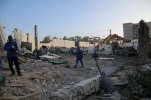 Security forces take security measures at the site after two attacks carried out bomb-laden vehicles near Somalian National Intelligence and Security Agency (NISA) building in Mogadishu, Somalia on February 24, 2018 [Sadak Mohamed / Anadolu Agency]