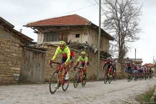 Cyclists compete during the Antalya Road Bike Race in Antalya, Turkey on 22 February 2018 [Orhan Çiçek/Anadolu Agency]