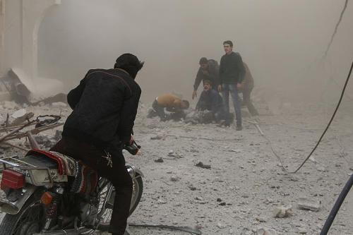 Syrians are surrounded by thick smoke after the Assad Regime carried out air strikes in Eastern Ghouta, Syria on 9 February 2018 [Twitter]