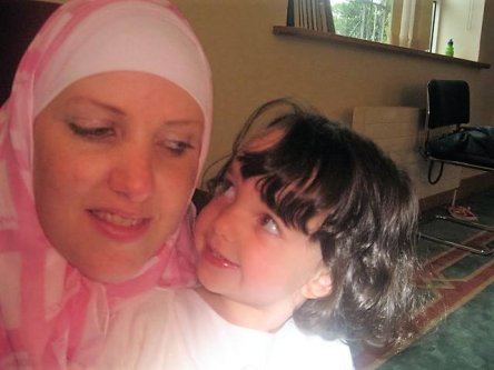 Gina Davis and her daughter Zaineb, who was 7 years old when her father Kamel Fekkar took her to Algeria [Image: Gina Davis]