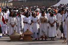 Ethiopians, wearing tradition clothes, attend an event to mark the 122nd Anniversary of Ethiopia's Battle of Adwa at King II Menelik Square in Addis Ababa on 2 March, 2018 [Minasse Wondimu Hailu/Anadolu Agency]