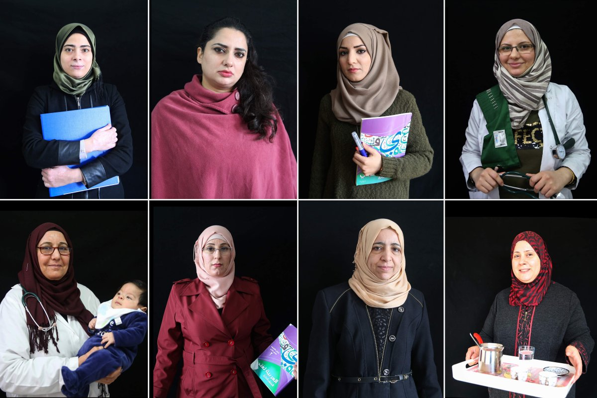 Syrian women who live in Turkey, pose for a photo in Sanliurfa province on 6 March, 2018 [Halil Fidan/Anadolu Agency]