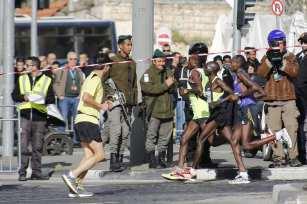 Israeli security forces take security measures during the Israel-organised 8th annual International Jerusalem Marathon in Jerusalem on March 09, 2018. [Mostafa Alkharouf / Anadolu Agency]
