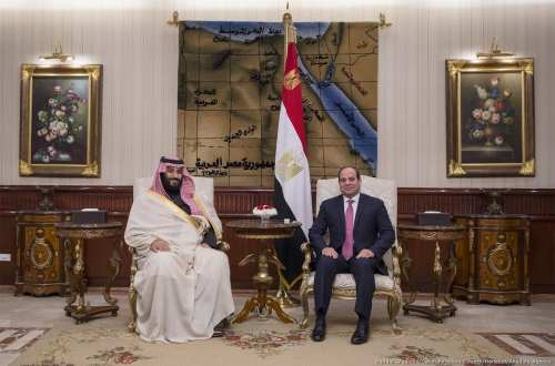 Crown Prince and Defense Minister of Saudi Arabia Mohammad bin Salman al-Saud (L) meets with Egyptian President Abdel Fattah al-Sisi (R) at Cairo International Airport in Cairo, Egypt on 4 March, 2018 [Saudi Kingdom Council/Anadolu Agency]