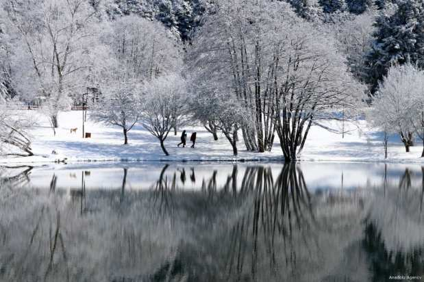 Heavy snowfall leaves a sceneric view at the Golcuk Nature Park in Turkey's Bolu on 1 March 2018 [Zafer Göder/Anadolu Agency]