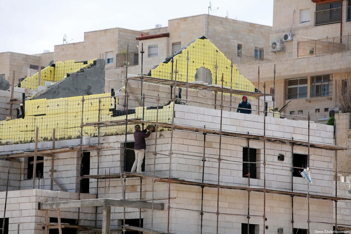 build illegal settlements in East Jerusalem [Sliman Khader/Apaimages]