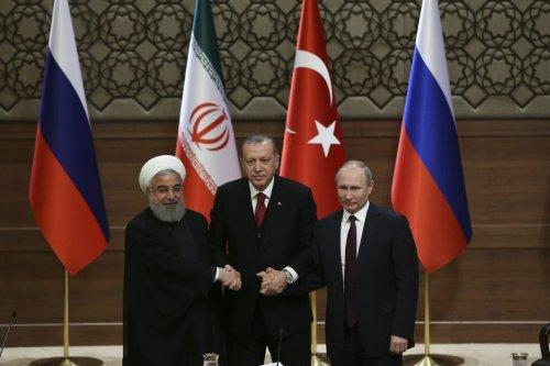 Turkish President Recep Tayyip Erdogan (C), Russian President Vladimir Putin (R) and President of Iran, Hassan Rouhani (L) hold a joint press conference following the Turkey-Russia-Iran Tripartite summit in Ankara, Turkey on 4 April, 2018 [Kayhan Özer/Anadolu Agency]
