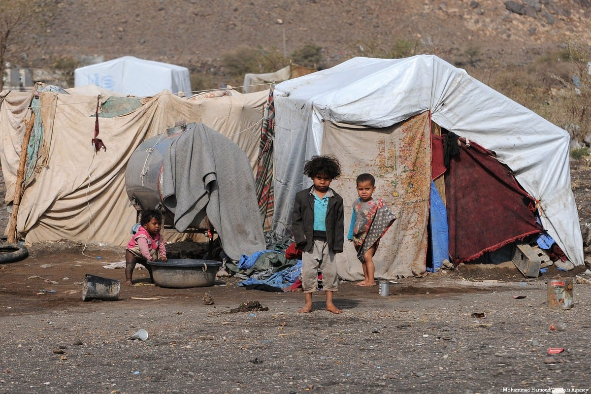 Yemeni families, displaced by the clashes and airstrikes by Saudi Arabian-led coalition, face difficulties living under tough conditions.