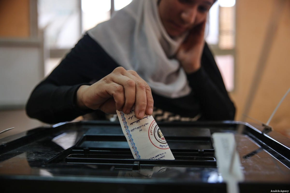 An Egyptian voter casts her vote on the second day of the Egyptian presidential elections at a polling station in Faiyum, Egypt on 27 March, 2018 [Ragy Maged/Anadolu Agency]