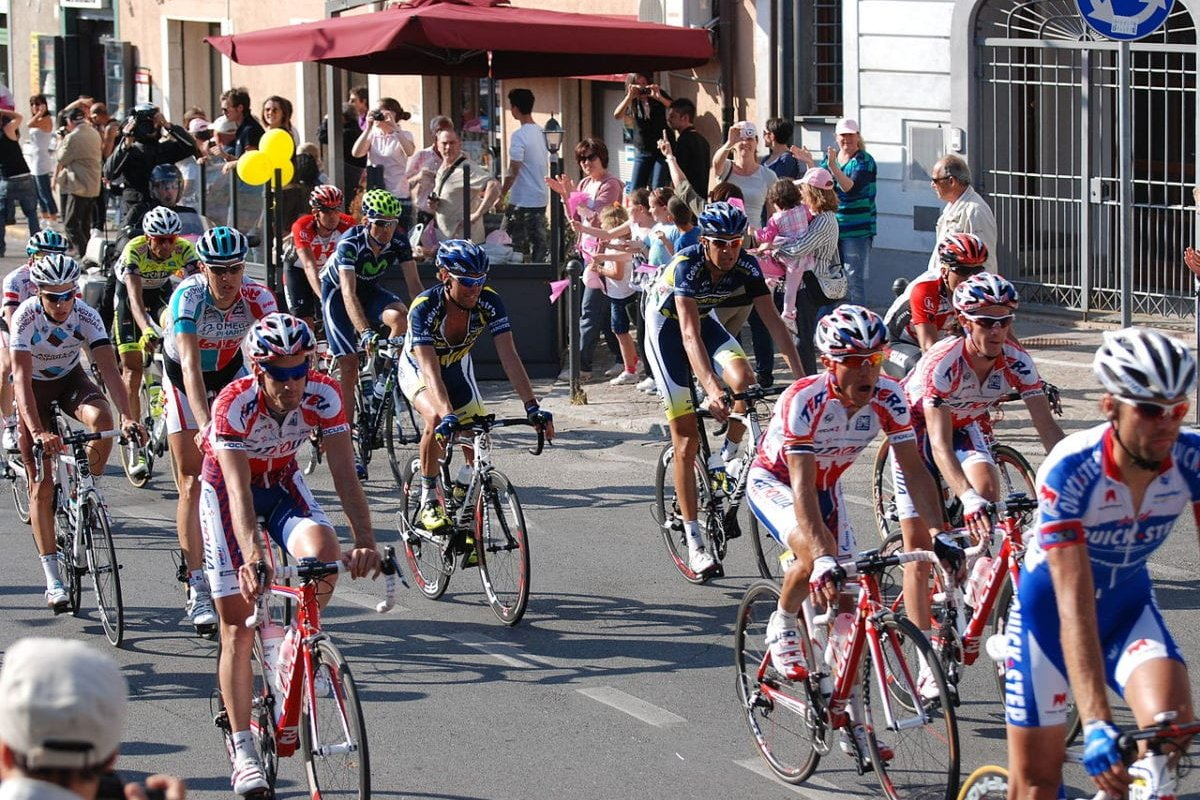 Giro D'Italia participants passing through Pisa, Italy, during the third leg of the race on May 10, 2011 [US Army Garrison Livorno / Flickr]