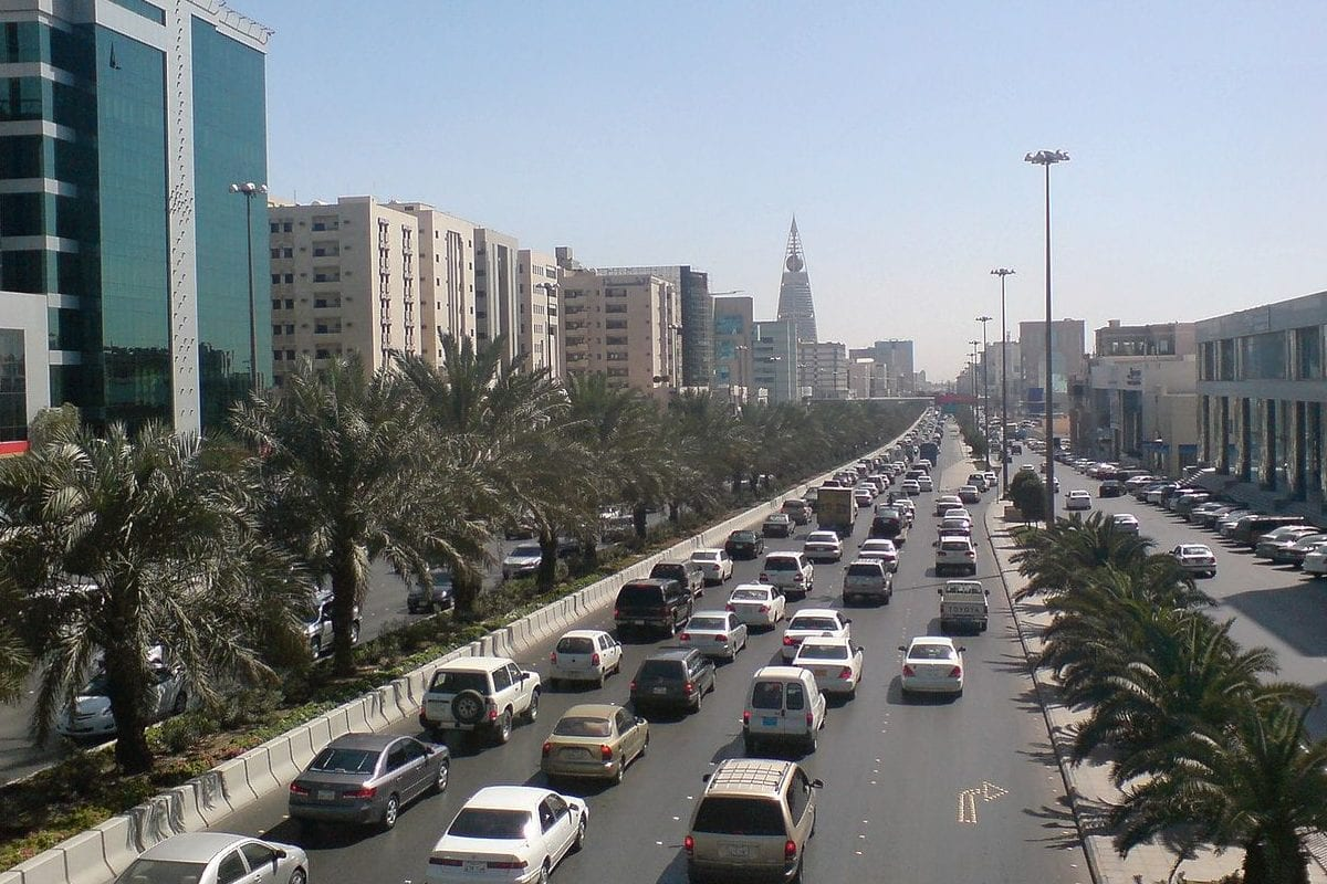 Traffic on King Fahd Road in Riyadh, Saudi Arabia, as seen on February 10, 2008 [Ammar Shaker / Public Domain]