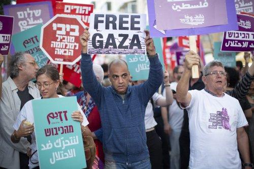 People attend a protest against Israeli violence in Gaza on 16 May, 2018 in Tel Aviv, Israel [Kobi Wolf/Anadolu Agency]