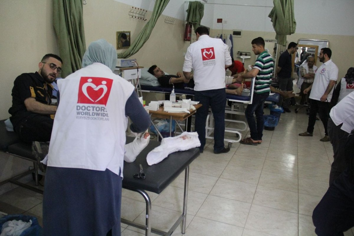 "In the Gaza Strip, the ""Doctors on the Earth"" Society is providing urgent health services for people injured [Yeryüzü Doktorları/Anadolu Agency]"