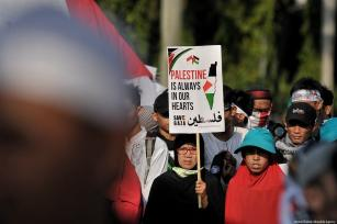 Indonesians come together to protest against US President Donald Trump' decision to move the US Embassy from Tel Aviv to Jerusalem [Anton Raharjo/Anadolu Agency]