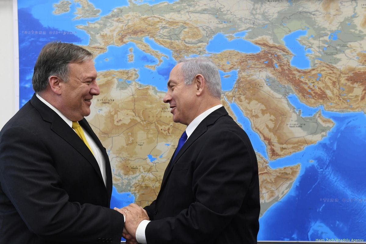 US Secretary of State Mike Pompeo (L) meets Israel's Prime Minister Benjamin Netanyahu (R) in Tel Aviv, Israel on 29 April 2018 [Haim Zach/Anadolu Agency]