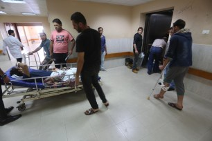 Injuries in hospital in Gaza on 16 May, 2018 [Mohammed Asad/Middle East Monitor]