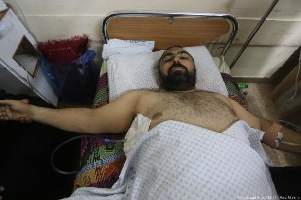 Palestinian journalist and MEMO correspondent in Gaza, Motasem Dalloul, seen hospitalised after being injured by Israeli sniper fire while covering The Great March of Return near Gaza's eastern border on 11 May 2018 [Mohammad Asad / Middle East Monitor]