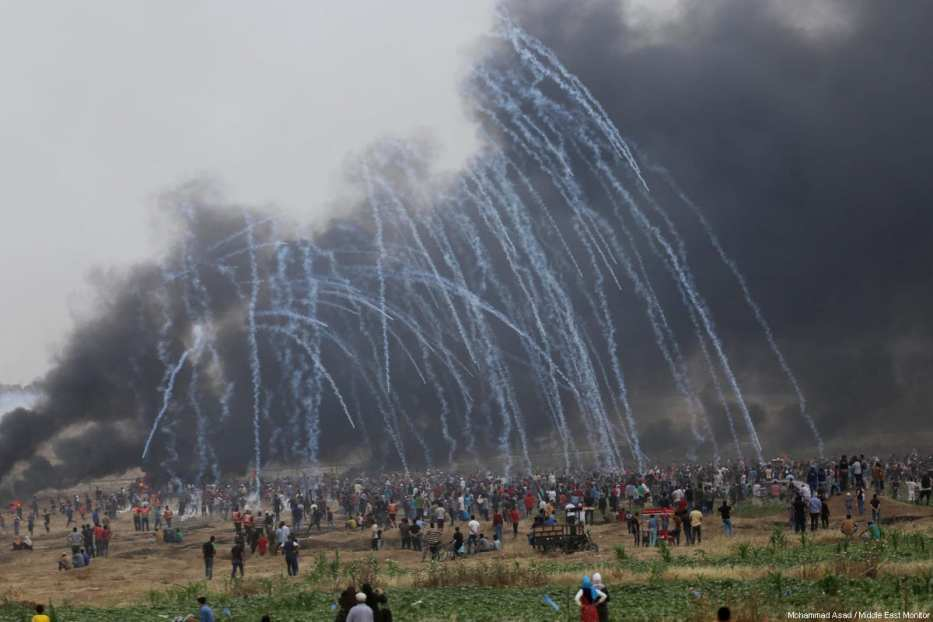 Palestinians seen protesting at the Gaza-Israel border as part of the sixth week of the Great March of Return on May 4, 2018 [Mohammad Asad / Middle East Monitor]