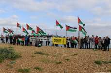 crowds gather at Shoreham Harbour to welcome 'Freedom' boat to Gaza as it sails in [Jehan Alfarra/Middle East Monitor]