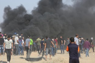 Palestinians seen protesting at the Gaza-Israel border as part of the 10th week of the Great March of Return on June 1, 2018 [Mohammad Asad / Middle East Monitor]