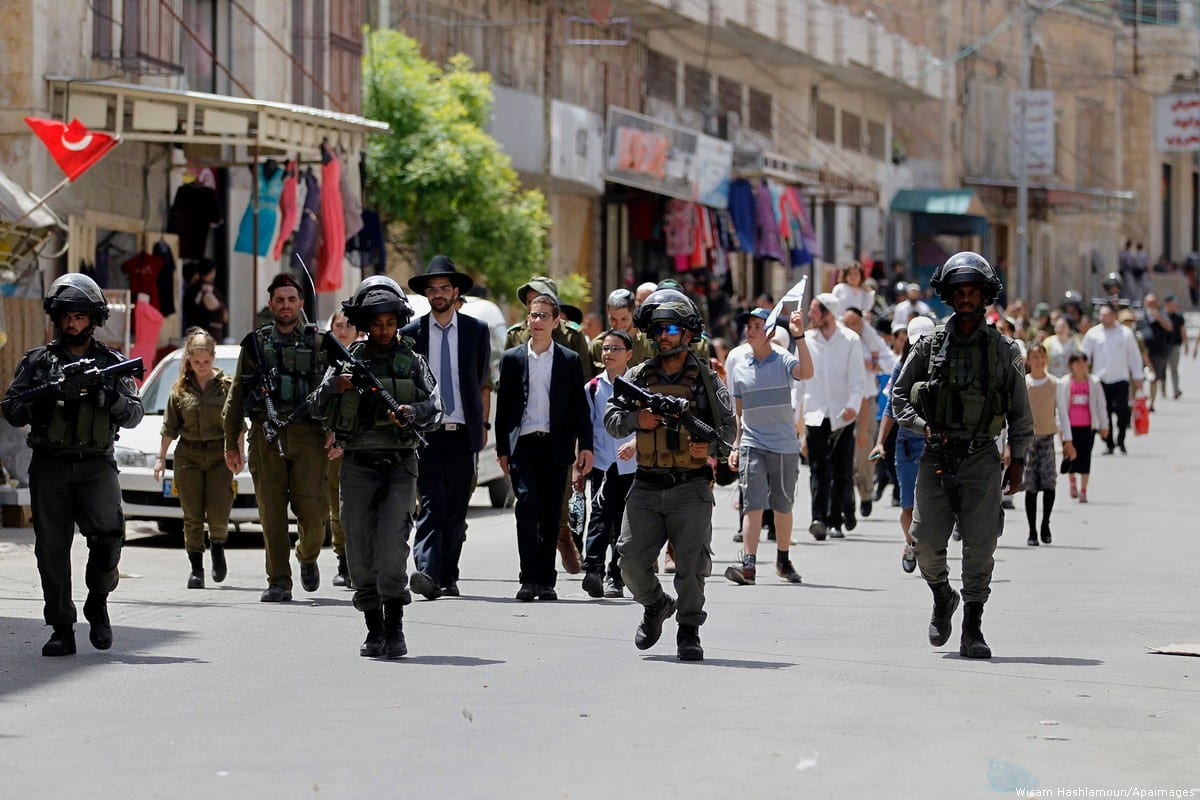 Israeli troops and Israeli settlers can be seen in Hebron during Passover [Wisam Hashlamoun/Apaimages]