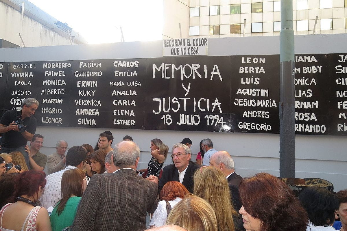 People gather at the site of the 1994 bombing of the Jewish Cultural centre, Asociación Mutual Israelita Argentina, in Buenos Aires, Argentina, seen on July 18, 2015 [Jaluj / Wikimedia]