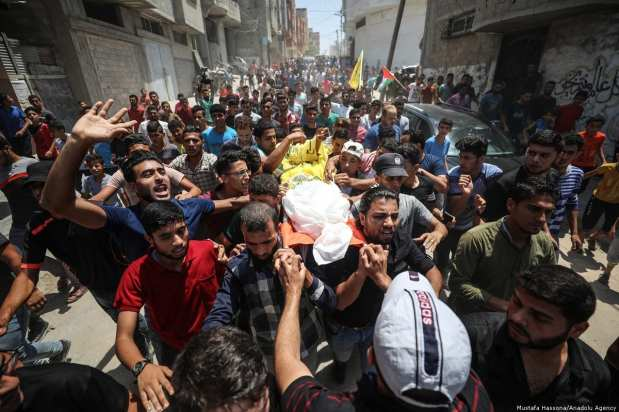 Palestinians carry the dead body of Mahmoud Majed Al-Gharableh,16, who was injured by Israeli soldiers during Great March of Return protest in Gaza City, Gaza on 5 July 2018 [Mustafa Hassona/Anadolu Agency]