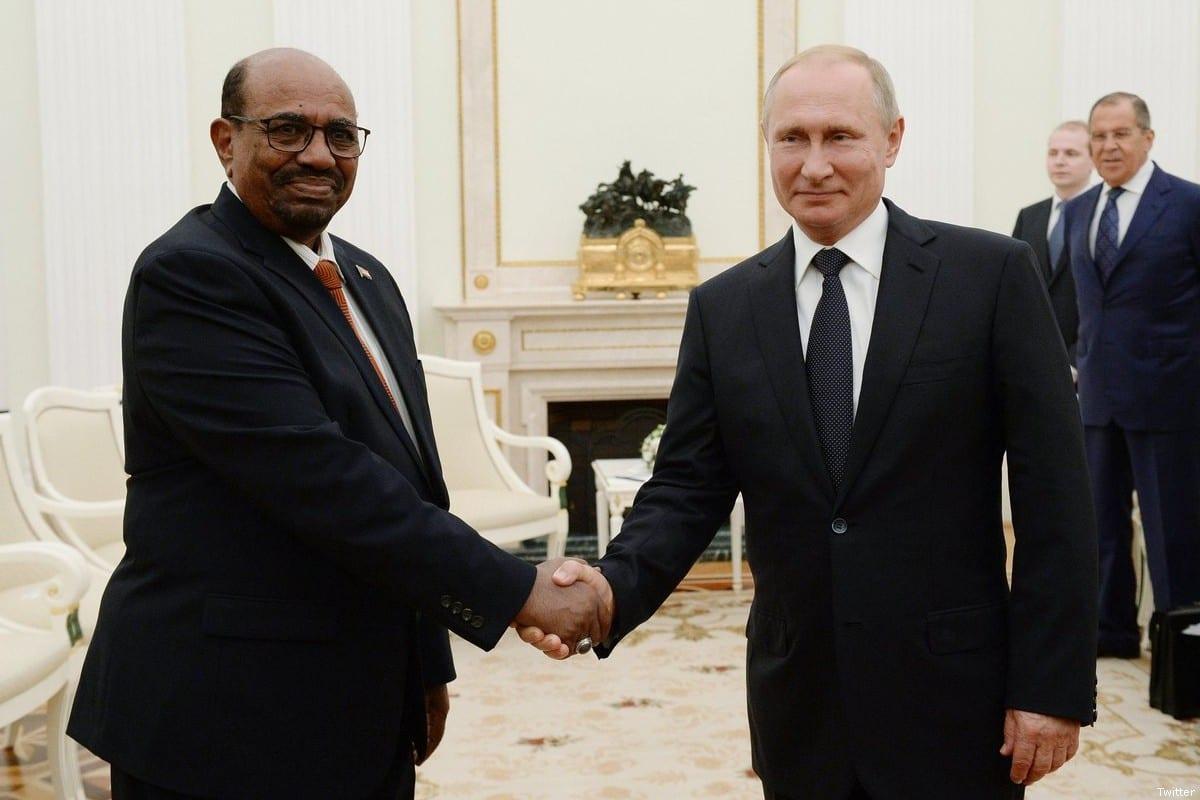 Russian President Vladimir Putin (R) and Sudanese President Omar Al-Bashir [Twitter]