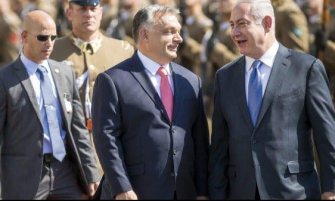 Israeli Prime Minister Benjamin Netanyahu (R) in Hungary