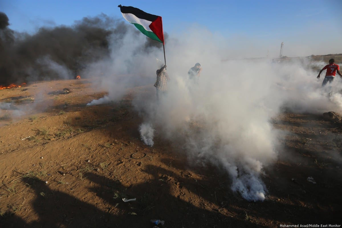 Israeli forces fire at Palestinian protesters during the Great March of Return in Gaza on 9 August 2018 [Mohammed Asad/Middle East Monitor]