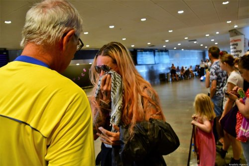 Swedish activist and singer Divina Levrini (C) arrives in Switzerland after being detained by Israel for attempting to break the Israeli blockade of Gaza [Anadolu Agency]