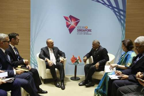 Turkish Foreign Minister Mevlut Cavusoglu (C-L) meets with Indian Minister of State for External Affairs, Vijay Kumar Singh (C-R) as part of the 51st ASEAN Foreign Ministers Meeting in Singapore on 3 August 2018 [Cem Özdel/Anadolu Agency]