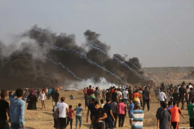 Protestors seen at the Gaza-Israel border, gathered as part of the continuing 'Great March of Return' on August 3, 2018 [Mohammad Asad / Middle East Monitor]