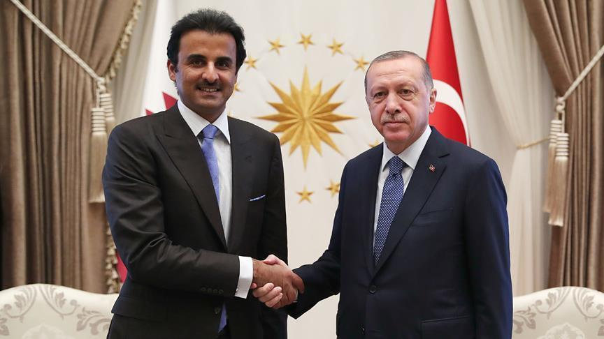 Turkish President Recep Tayyip Erdogan (R) and Emir of Qatar Sheikh Tamim bin Hamad Al Thani