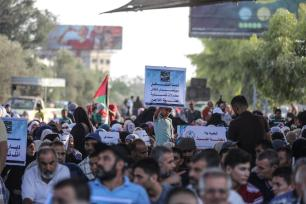 Palestinians stage a protest against U.S. decision to cut funding to the United Nations Relief and Works Agency for Palestine Refugees in the Near East (UNRWA) in front of Beit Hanoun border gate in Gaza City, Gaza on 4 September, 2018 [Ali Jadallah/Anadolu Agency]