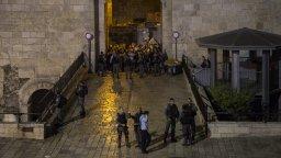 Israeli police take measures around the scene after a Palestinian was shot dead near Damascus Gate in Old City in East Jerusalem on September 18, 2018. ( Faiz Abu Rmeleh - Anadolu Agency )