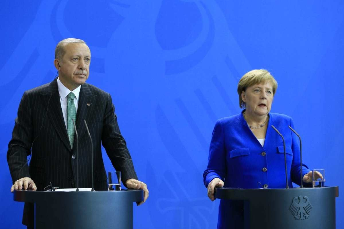 Turkish President Recep Tayyip Erdogan (L) and German Chancellor Angela Merkel (R) hold a joint press conference following their meeting in Berlin, Germany on September 28, 2018.