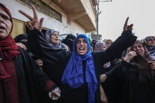 """Relatives of Nasser Azmi Musbih (12), who was killed by Israeli soldiers during """"Great March of Return"""" demonstrations, mourn during his funeral ceremony in Khan Yunis, Gaza on September 29, 2018. ( Ali Jadallah - Anadolu Agency )"""