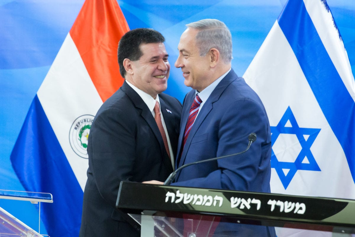 Israeli Prime Minister Benjamin Netanyahu [right] meets with the then Paraguan President Horacio Manuel Cartes Jara, at the Israeli Prime Minister's office in Jerusalem on July 19, 2016 [AA]