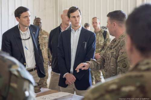 US President Donald Trump's son-in-law and Senior Advisor Jared Kushner (C) in Iraq, 4 April 2017 [Chairman of the Joint Chiefs of Staff/Flickr]