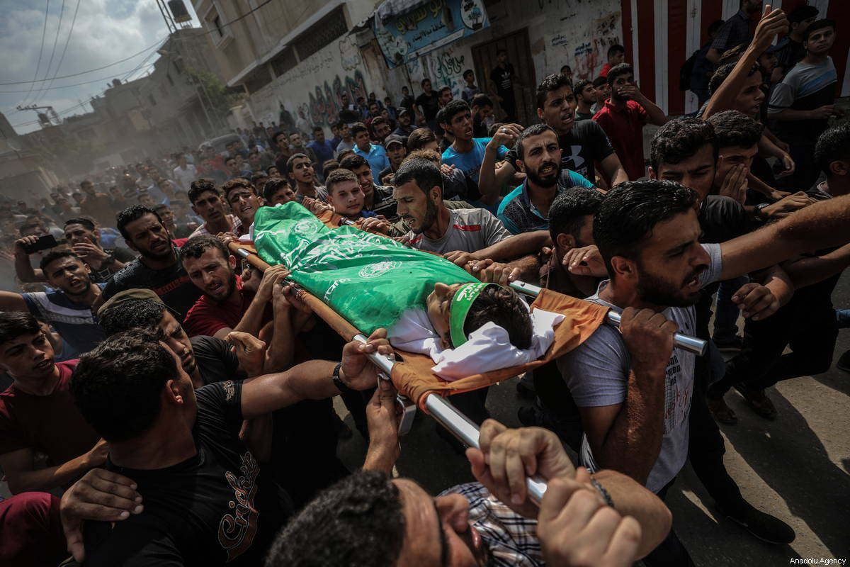 """Palestinians carry the dead body of Faris Hafez al-Sarasawi, 12 years old Palestinian child who was killed by Israeli forces in """"Great March of Return"""" demonstrations, during his funeral ceremony in Shuja'iyya neighborhood of Gaza City, Gaza on October 06, 2018 [Ali Jadallah / Anadolu Agency]"""