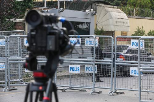 Police barricade in front of the Saudi consulate as the waiting continues on the killing of Prominent Saudi journalist Jamal Khashoggi in Istanbul, Turkey on 21 October 2018 [Muhammed Enes Yıldırım/Anadolu Agency]